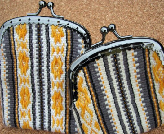 Inkle band change purse pick-up